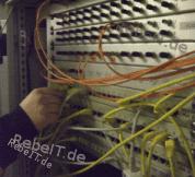 Netzwerk-Service beim Patchfeld mit Kupfer und Glasfaser